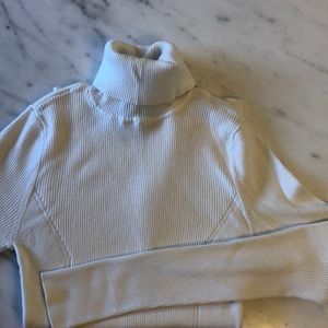 Women's fitted turtleneck